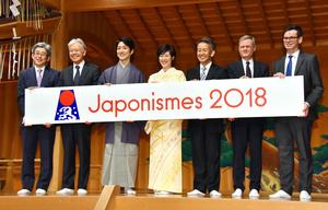 「大相撲 東京2020オリンピック・パラリンピック場所」をPRする横綱白鵬関(左から3人目)ら=2020年2月4日、東京・両国国技館